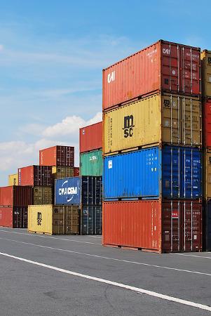 אחסנה ולוגיסטיקה פירוק מכולות בנמל